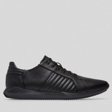 Sneaker Space Color Negro Confortable